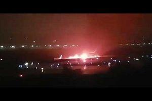 Máy bay thương mại Nga bốc cháy dữ dội khi hạ cánh