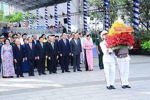 Lãnh đạo TP.HCM dâng hoa tưởng nhớ Chủ tịch Hồ Chí Minh