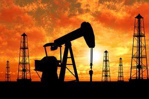 Giá dầu tăng mạnh trong tháng 8/2018