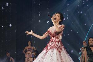 Hoa hậu Hương Giang tỏa sáng khi trình diễn ca khúc huyền thoại 'Never Enough'