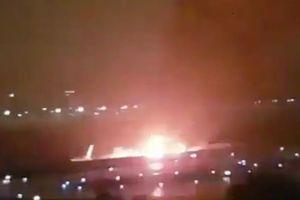 Trượt khỏi đường băng khi đang hạ cánh, máy bay bốc cháy