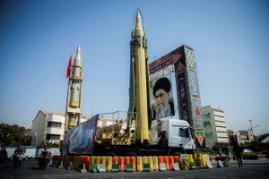 Iran chuyển tên lửa tới Iraq, dằn mặt các đối thủ trong khu vực