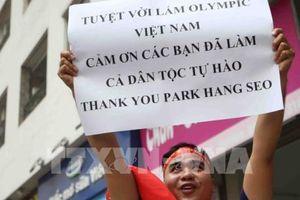 Người hâm mộ cháy hết mình với đội tuyển Olympic Việt Nam