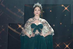Hương Giang mạnh tay đầu tư 2 bộ váy, xuất hiện như nữ thần tại CK HH Chuyển giới Thái Lan