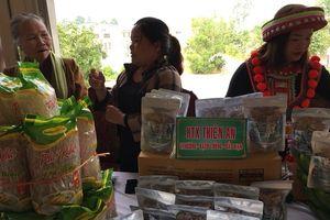 Kết nối tiêu thụ sản phẩm để người dân thoát nghèo