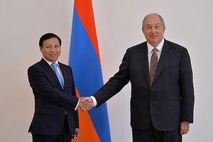 Đại sứ Ngô Đức Mạnh trình Quốc thư lên Tổng thống Armenia