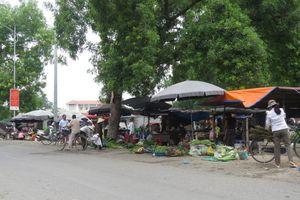 Tại huyện Mê Linh: Người dân biến vỉa hè thành nơi kinh doanh