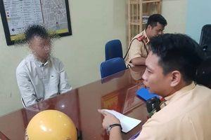 CSGT Hà Nội cứu một thanh niên có định tự tử
