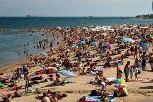 Loạt ảnh chứng minh Barcelona bị hủy hoại vì quá đông du khách