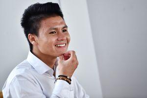 Khoảnh khắc vui buồn của cầu thủ Olympic Việt Nam tại sân bay