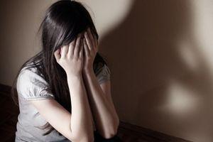 Bắt khẩn cấp thiếu niên nghi hiếp dâm bé gái 8 tuổi
