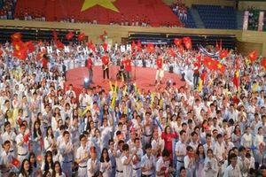 Hàng ngàn cổ động viên Đà Nẵng cổ vũ Quang Nhật tại quê nhà