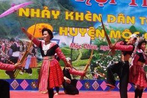 Thiếu nữ Mông xúng xính xiêm y xuống phố chào mừng Quốc khánh 2.9