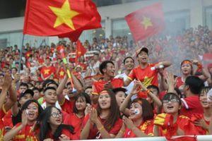 CĐV rợp sắc đỏ đón tuyển Olympic Việt Nam ở lễ 'Tự hào Việt Nam'