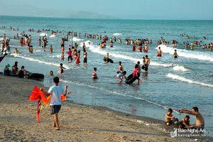 Du khách đổ về du lịch biển ở Nghệ An dịp nghỉ lễ 2/9