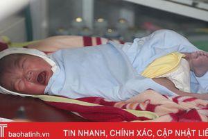 Em bé Hà Tĩnh sinh ngày 2/9 được đặt tên Quốc Khánh