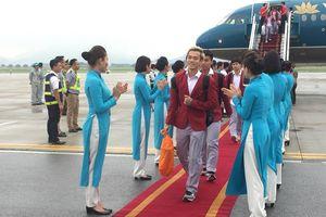 Olympic Việt Nam rạng rỡ tại sân bay Nội Bài trước sự chào đón hân hoan của các CĐV