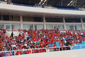 SVĐ Mỹ Đình rợp sắc đỏ đón chào các cầu thủ Olympic Việt Nam
