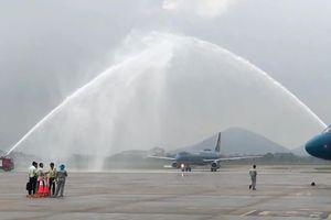 Vì sao phun vòi rồng vào chuyên cơ đưa Olympic Việt Nam về nước lúc hạ cánh?