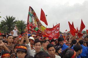 Rừng người chào đón Olympic Việt Nam