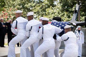 Người dân Mỹ tiễn Thượng nghị sĩ John McCain về nơi an nghỉ cuối cùng