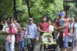 Nghìn người nô nức tới vườn thú Hà Nội vào ngày nghỉ lễ cuối cùng