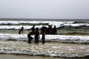 Tắm biển, 1 học sinh lớp 10 chết đuối