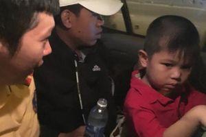 Công an giúp trẻ lạc tìm mẹ trong đêm pháo hoa mừng Quốc Khánh
