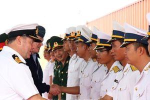 Tàu Hải quân Hoàng gia Anh thăm Việt Nam