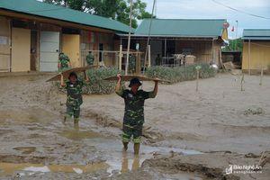 Bộ CHQS tỉnh Nghệ An giúp trường học khắc phục hậu quả lũ lụt
