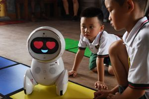 Thử nghiệm robot trông trẻ ở trường mầm non làm nhiều người thích thú