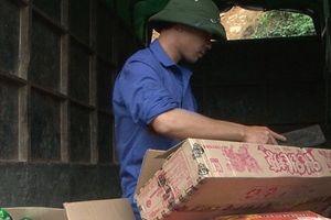 Lào Cai: Phát hiện số lượng lớn bánh trung thu và chân gà không rõ nguồn gốc
