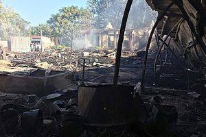 Xưởng gỗ rộng 1.500 m2 cháy rụi trong đêm