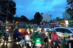 Chùm ảnh: Người dân mệt mỏi trở về Hà Nội và TP HCM sau kỳ nghỉ lễ Quốc khánh