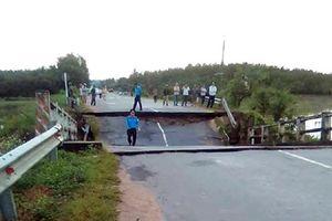 Cầu xây 22 năm bất ngờ sập trong đêm, giao thông một huyện ở Bình Thuận tê liệt