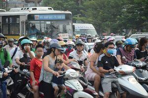 Người dân nườm nượp quay lại Thủ đô sau kỳ nghỉ lễ 2/9, nhiều tuyến đường cửa ngõ ùn tắc