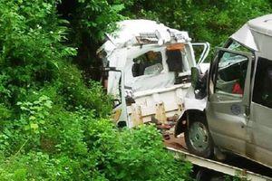 Xe cứu hộ chở ô tô khách 16 chỗ lao xuống vực, 2 người tử vong trong cabin