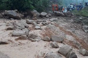 Lai Châu: Lũ ống tàn phá Quốc lộ 12 khiến giao thông tê liệt