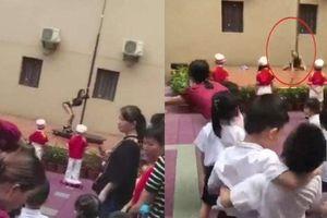 Bức xúc trường mầm non mừng khai giảng bằng biểu diễn múa cột trước hàng trăm học sinh