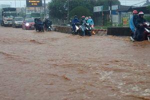 Mưa lớn, Quốc lộ 1 qua Đồng Nai thành sông