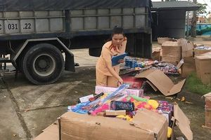 Cả nghìn đồ chơi nhập lậu vận chuyển trên xe tải