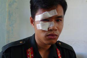 Tạm giữ 9 người gây rối, vây cảnh sát cơ động