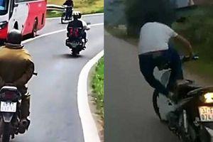 Clip: Ra đường tránh xa các ca vừa đi xe máy vừa thả 2 tay thế này
