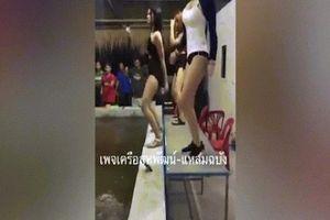 Thuê vũ nữ nhảy khêu gợi, nhà hàng Thái Lan bị 'sờ gáy'