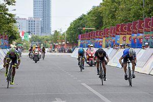 Chặng 3 Giải đua xe đạp quốc tế VTV-Cúp Tôn Hoa Sen 2018: Áo vàng đổi chủ
