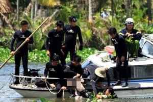 Cảnh sát ngụp lặn suốt đêm tìm kiếm thi thể hai cha con