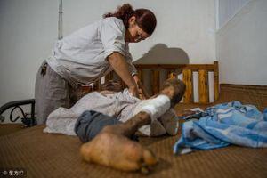 Người vợ 20 năm chăm chồng liệt toàn thân, gánh vác cả gia đình