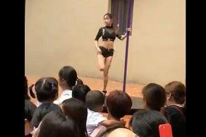 Mời vũ công múa cột trong ngày khai giảng, trường mẫu giáo hứng chỉ trích dữ dội