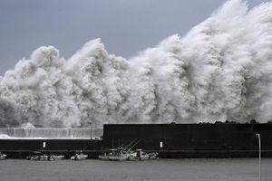 Cận cảnh cơn bão lớn nhất trong 25 năm 'nuốt chửng' Nhật Bản