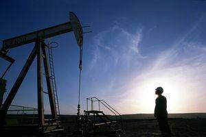 Giá dầu thế giới tăng do căng thẳng Iran-Mỹ